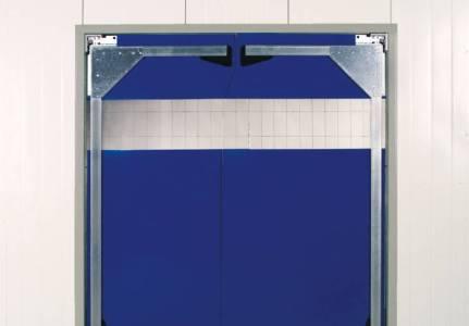 kyvna vrata a plastove zavesy